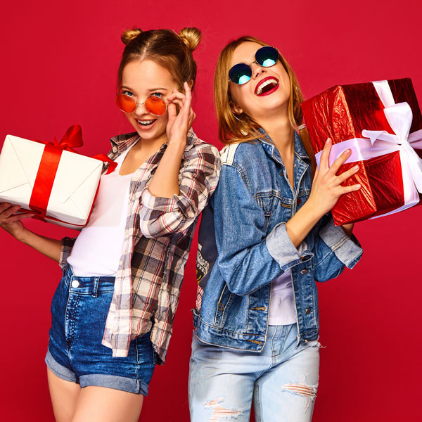 girls-with-gifts